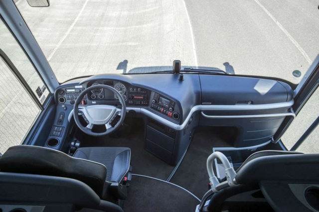 autobus-neoplan-tourliner-l-2015-proauto-02